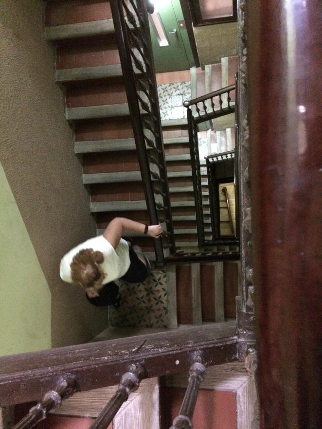 day-10d-stairs-apartamento-arago