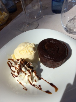 day-12a-sunset-at-sitges-cafe6-lava-cake-con-nata-y-helado
