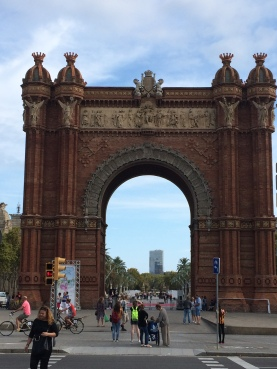 day-13h-walk-down-sant-joan3-arc-de-triomf